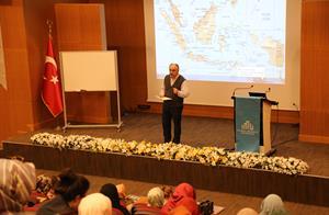"""Medeniyet Okumaları'nın 13. Dersinde """"Malay-İslâm Kültür Havzası: Kişiler ve Eserler"""" Konu Edildi"""